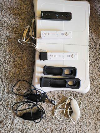 Wii con 19 juegos, 3 mandos y muchos accesorios