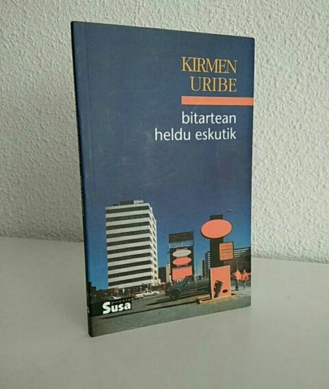 """Bitartean Heldu Eskutik"", Kirmen Uribe"
