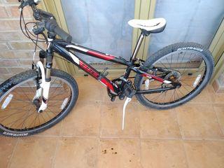 Bicicleta Trek MT220 de 24' pulgadas