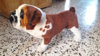 Perro peluche y alambre de bulldog .