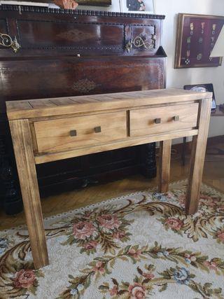 Mueble recibidor de madera.