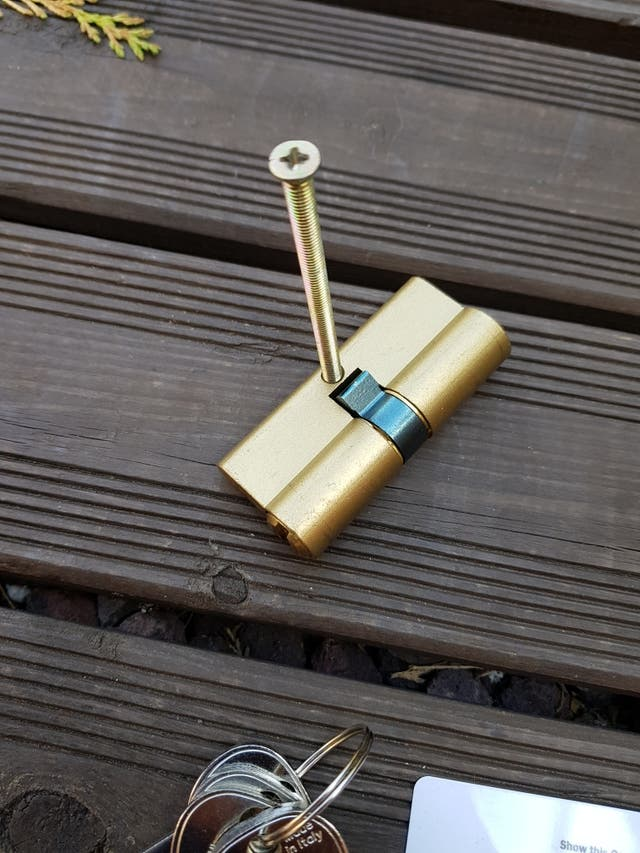 Cerradura Cilindro bombillo ISEO R6 latón