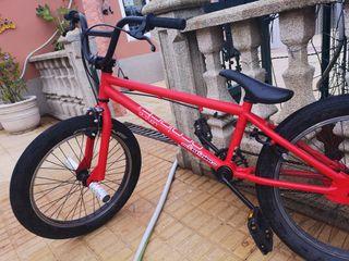 Bicicleta BMX casi nueva