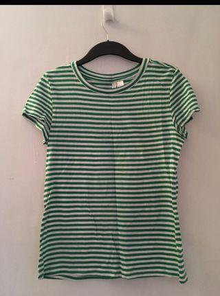 T-shirt rayé en vert et blanc