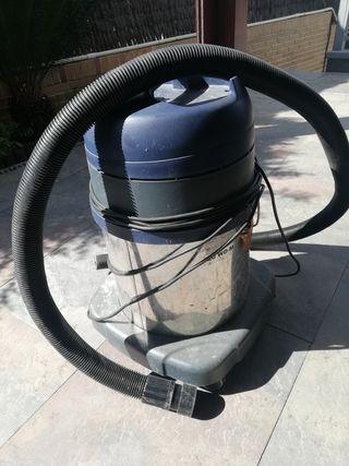 Aspirador industrial de agua