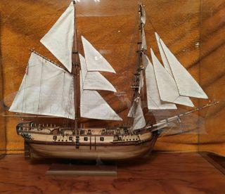 Maqueta de barcos de madera