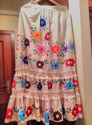 Maravillosa falda de castaño de indias