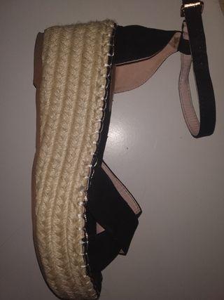 Sandalias negras esparto