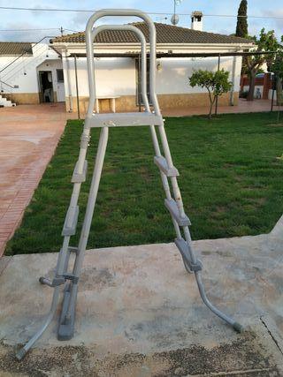 Escalera piscina 1,22 y Regalo estructura piscina
