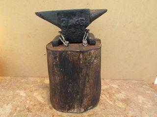 Yunque herrero 3 kgs. Bigornia montada sobre maedr