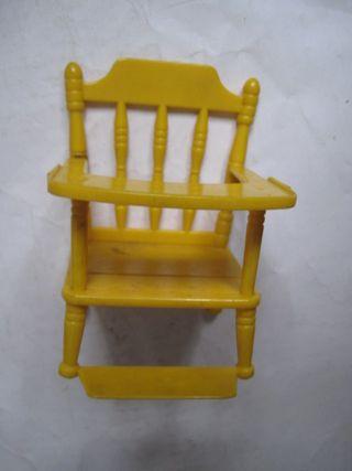 muñeca barriguitas Famosa media trona amarilla