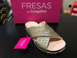 Sandalia Fresas by Conguitos glitter oro