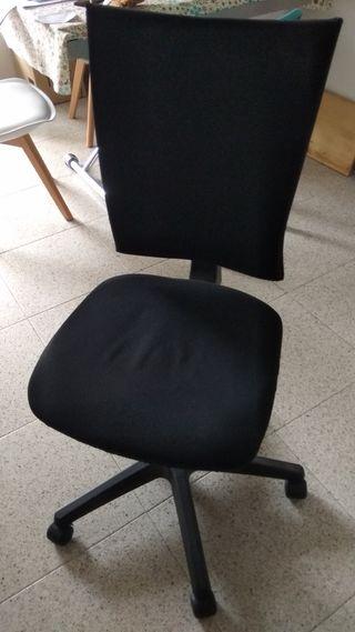 Silla para escritorio con ruedas.