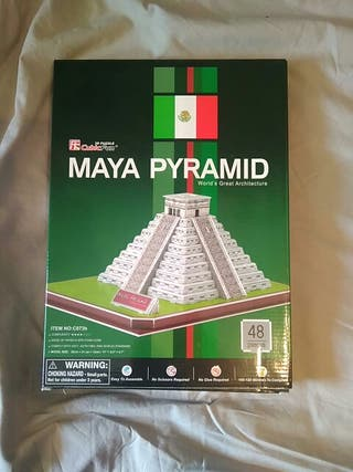 maqueta pirámide maya