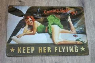 Cartel decoración. Chica sobre depósito de avión.