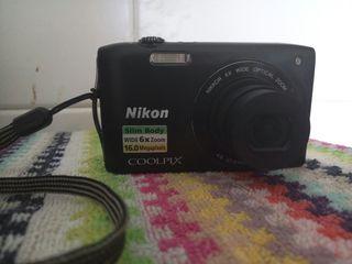 cámara fotos Nikon color negro