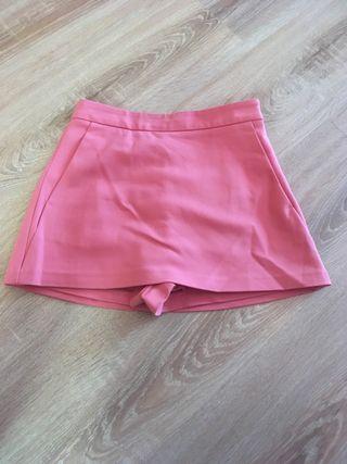 Falda pantalón corta de Zara. Casi nueva. Talla S