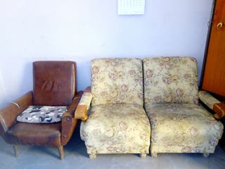 Sofa y sillón antiguos
