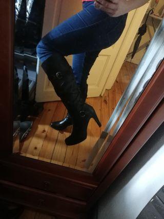 bota alta negra