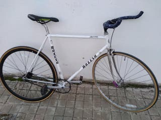 bicicleta de carretera fixi o fixie