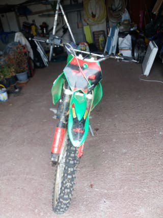 moto cross factory de 250cc.