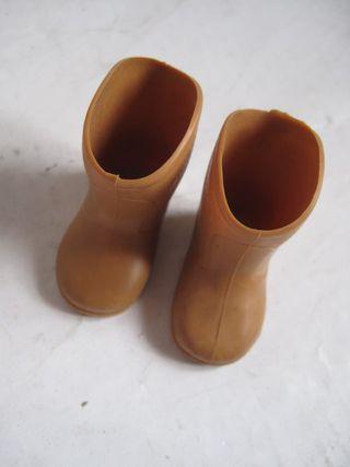 botas marrones muñeca nancy de Famosa o Lucas