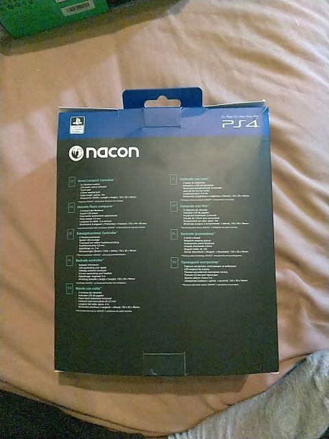 Mando Nacon con cable Compact con licencia sony.