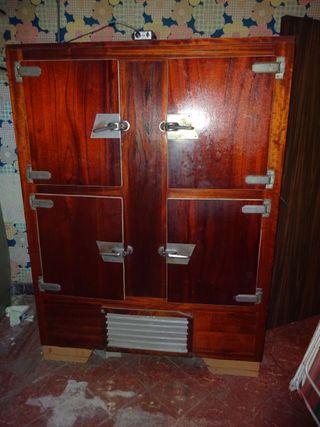 Nevera vintage de madera