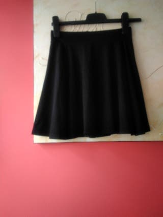 89af55b38ca Falda negra corta de segunda mano en A Coruña en WALLAPOP
