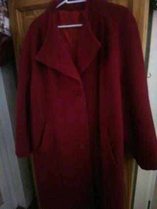 8103ee810f7 Abrigo de lana de segunda mano en Palma de Mallorca en WALLAPOP
