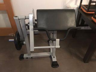 Máquina de bíceps y tríceps.