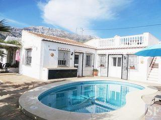 Villa en venta en Sedella