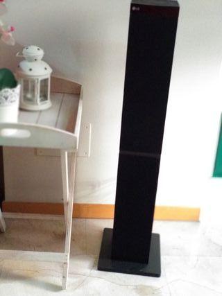 Torre de sonido LG con Bluetooth