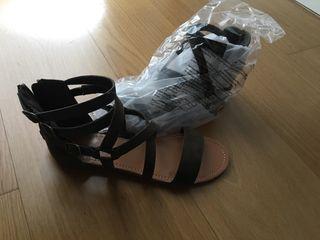 Sandalia kaki