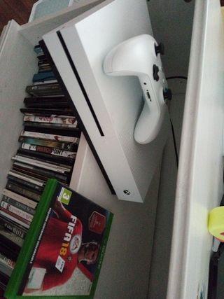 Xbox one S, poco uso. 500gb