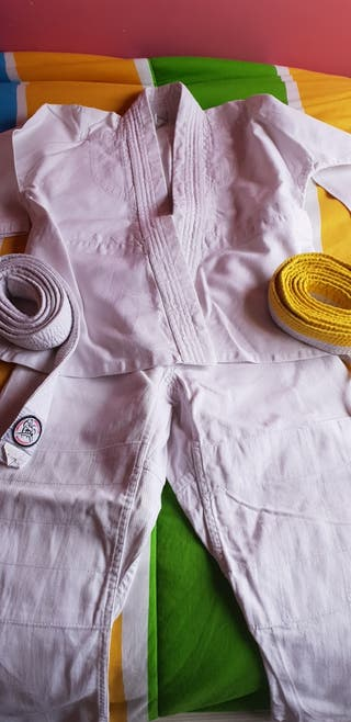 Traje judo niño 4 años, judogy con dos cinturones