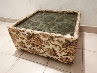 Mesa auxiliar tapizado floral