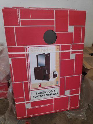 Mueble recibidor nuevo en la caja