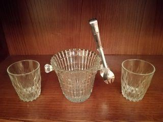 Cubitera de hielo, pinzas y 2 vasos