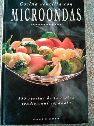 Cocina sencilla con microondas.