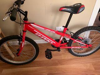Bicicleta niño color rojo , nada de uso, urge