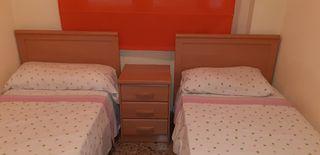 camas y mesita