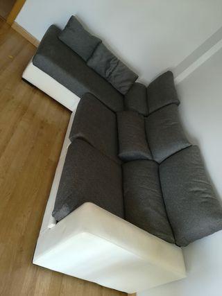 sofá y su mesita