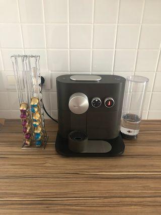 Cafetera + dispensador de cápsulas