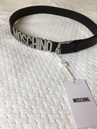 Cinturón MOSCHINO logo.