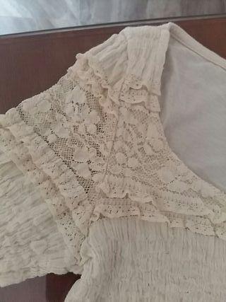 blusa escote encaje
