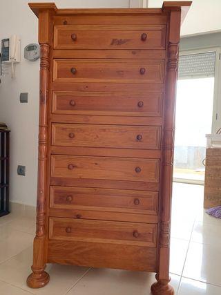 Armario y mueble de cajones