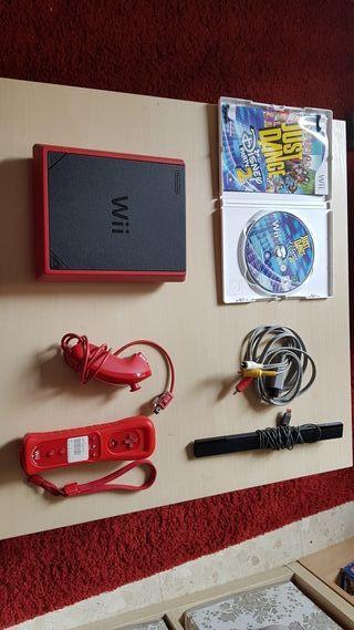 Wii Mini + 1 juego y 2 mandos