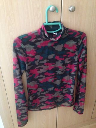 Camiseta estampado militar rosa