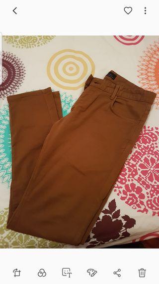 pantalón Zara slim fit.